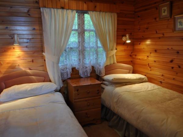 West Winds twin bedroom