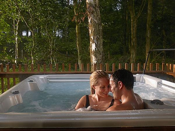 many cabins have hot tubs