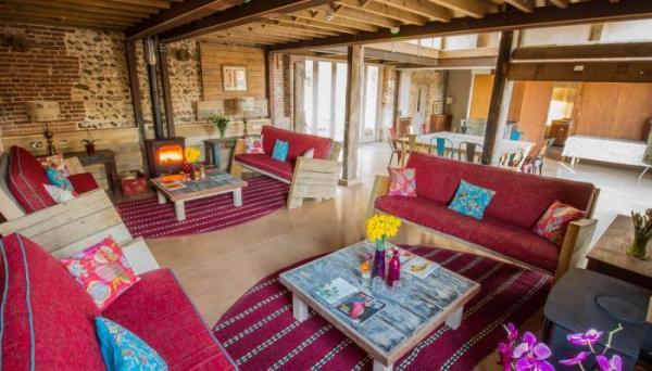 barn- open plan social space