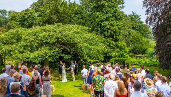 woodland wedding in gorgeous grounds