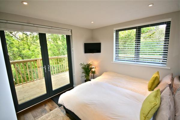 bedroom with access to balcony