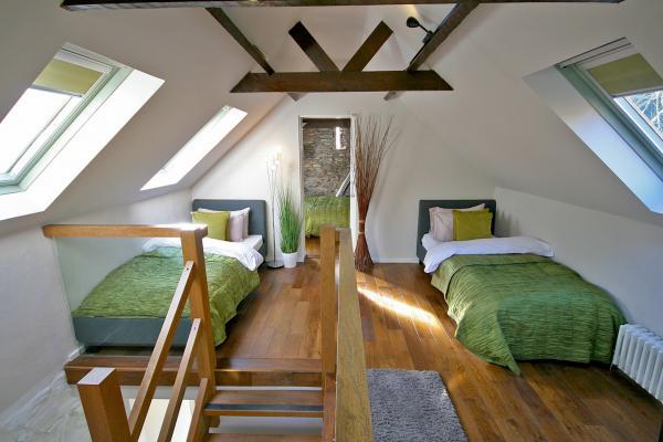 mezzanine sleeping area to bedroom