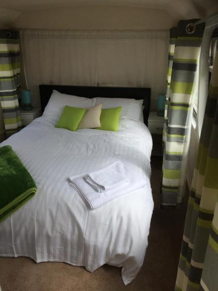 double bedroom on Billie
