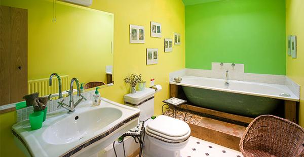 colourful bathroom at Crake Trees Manor