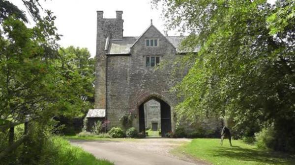 Gatehouse Approach