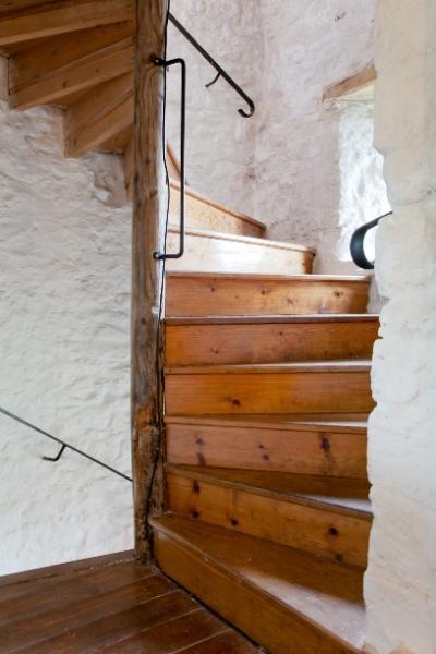 Narrow winding staircasse