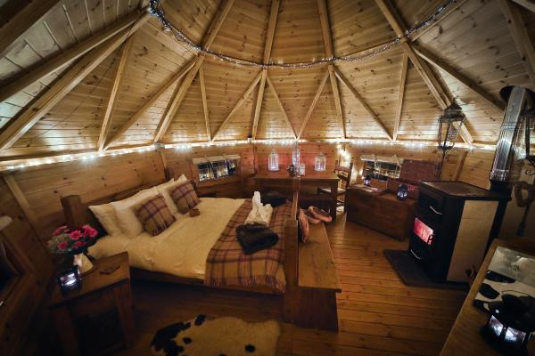 Bilberry yurt at night