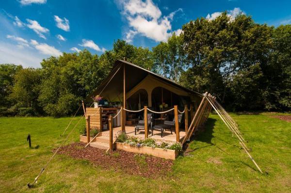 & Daisy Meadow Safari Tents