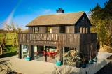 contemporary holiday accommodation for up to 6