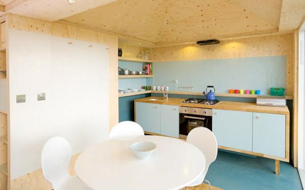 kitchen and dining in the eco cabin