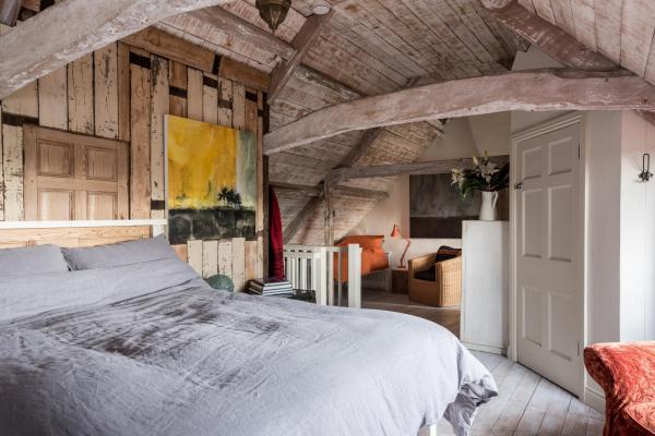 bedroom in the roof