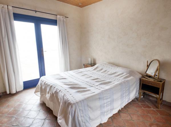 sleeps 9 people in 3 bedrooms