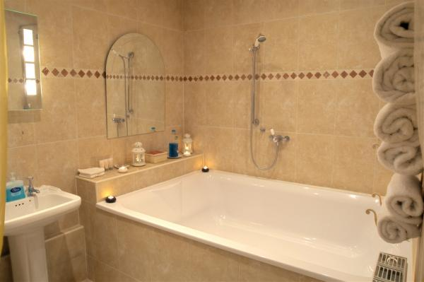 Both suites have an oversized bath tub