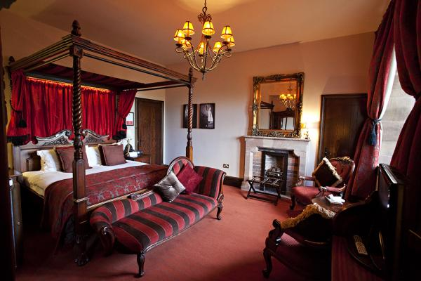 four poster room at Peckforton