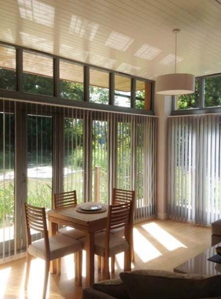 Dining area with blinds por privacy
