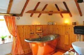 Hayloft copper bateau bath