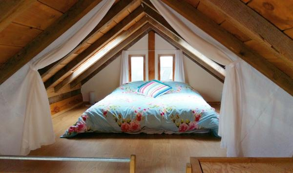 Cabin sleeping loft