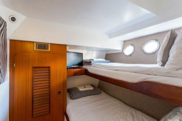 Port bunk bed cabin