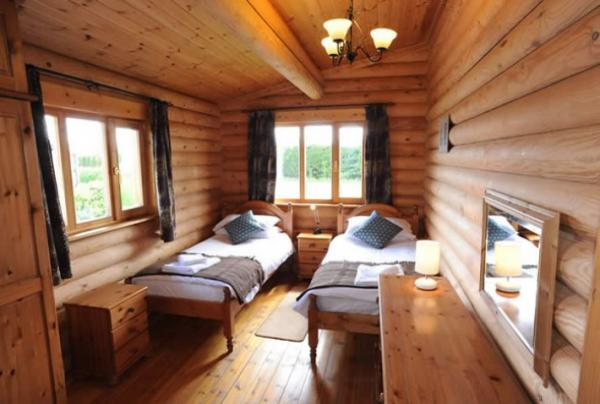 twin room in Bullfinch Lodge
