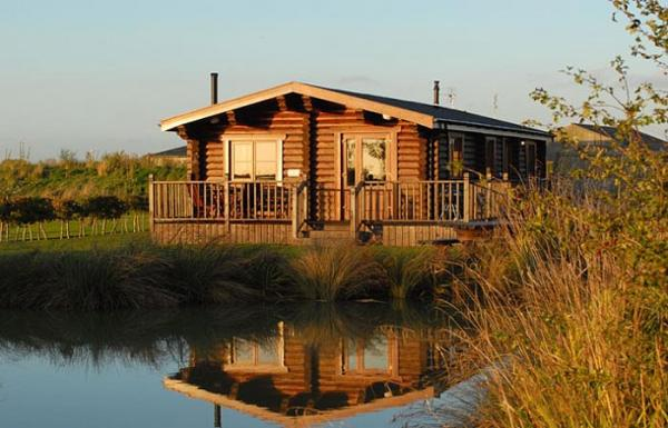 lodges close to the water