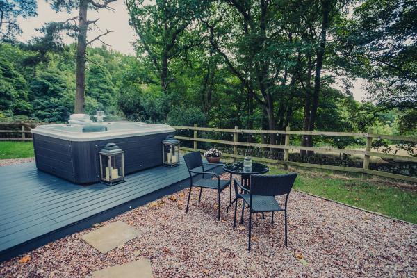 Hot Tub for guests to enjoy at The Pamper Van