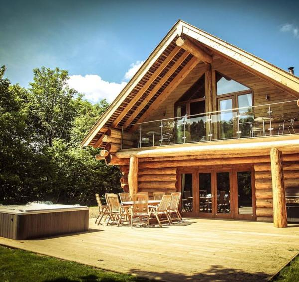 luxury log cabins with hot tubs