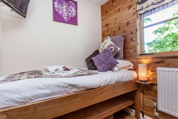 Handmade Oak Beds In Bedroom 3