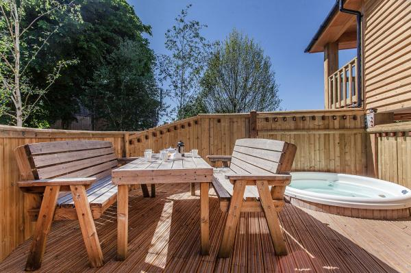 Sunny Deck At Apple Tree House