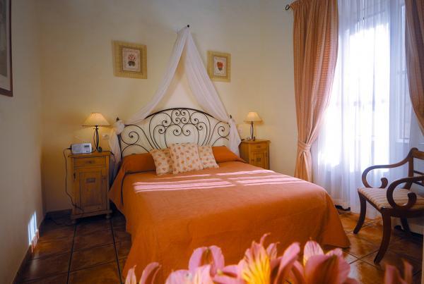 Frangipani Cottage bedroom