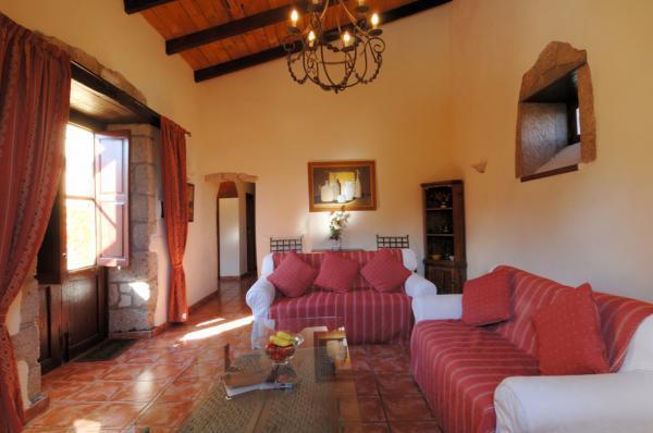 bougainvillea lounge