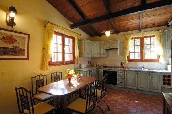 Bougainvillea cottage kitchen
