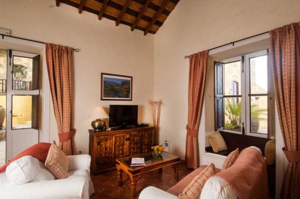 Frangipani Cottage lounge