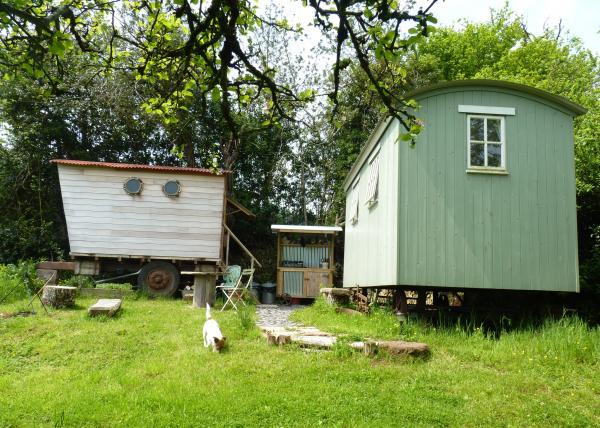 Orchard Wagon-the bed is in the Shepherds hut & the bath in the Wagon
