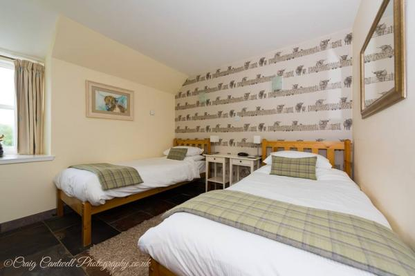 twin room at the Coo Shed