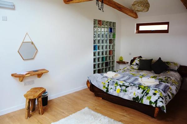 King Size oak bedroom at Y Stabl