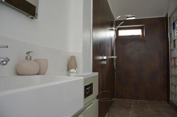 Contemporary wet room at Y Stabl
