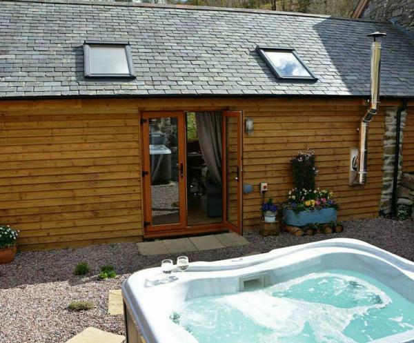 Y Stabl with hot tub