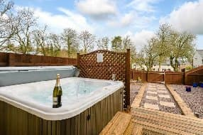 Caldew Cottage with hot tub