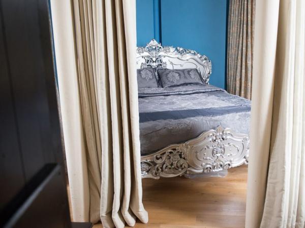 Rapunzel Bedroom