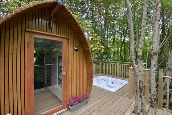 lodge with hot tub