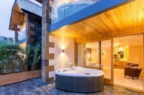 hot tub on terrace in av suite