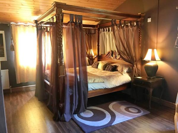 Double four poster bed