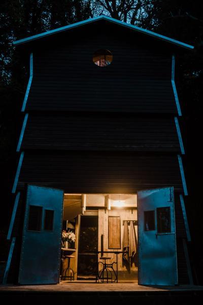 Humble Bee at night