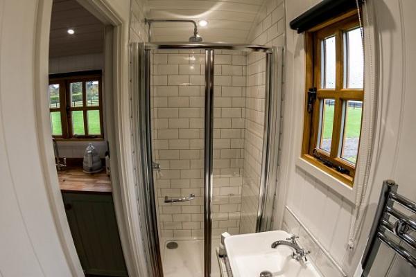 hut shower room