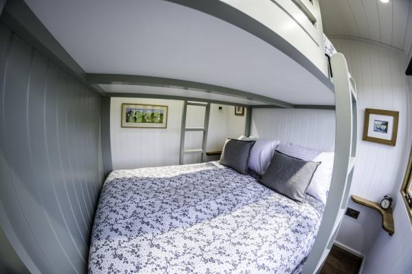 Shepherds hut double bed bunks