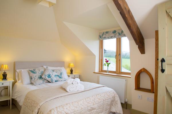 Corner Cottage sleeps 10
