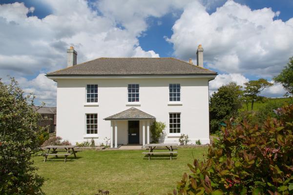 Lambside House sleeps 11