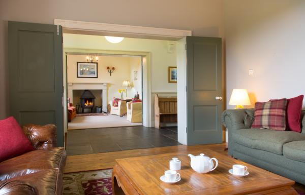 Lambside House living rooms sleeps 11