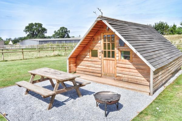 Lodge with picnic bench