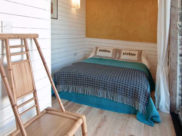 Ty Twt ground floor bedroom